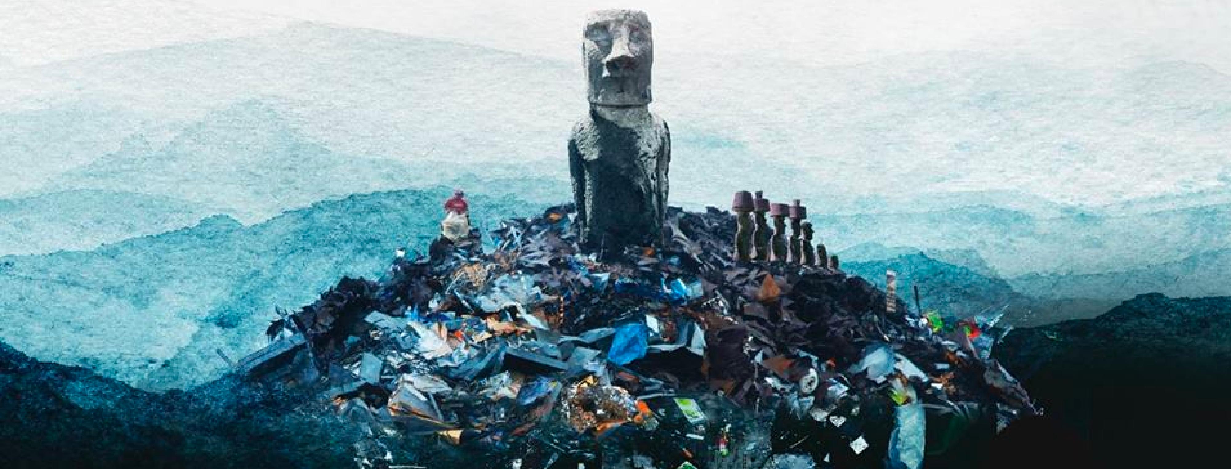 En la imagen se puede ver un moái sobre un cerro de basura en Isla de Pascua